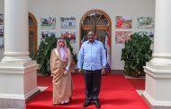 الرئيس أوهورو يجري محادثات مع وزير خارجية المملكة العربية السعودية, الأمير فيصل, في نيروبي